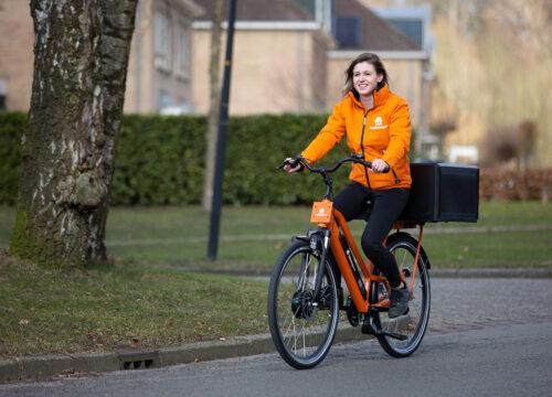 ThuisbezorgdNL-deliverygirl-bike