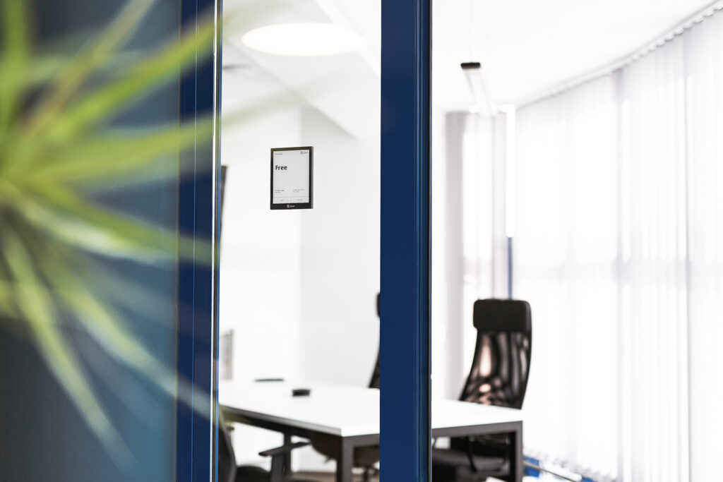 Joan_6_pro_meeting_room